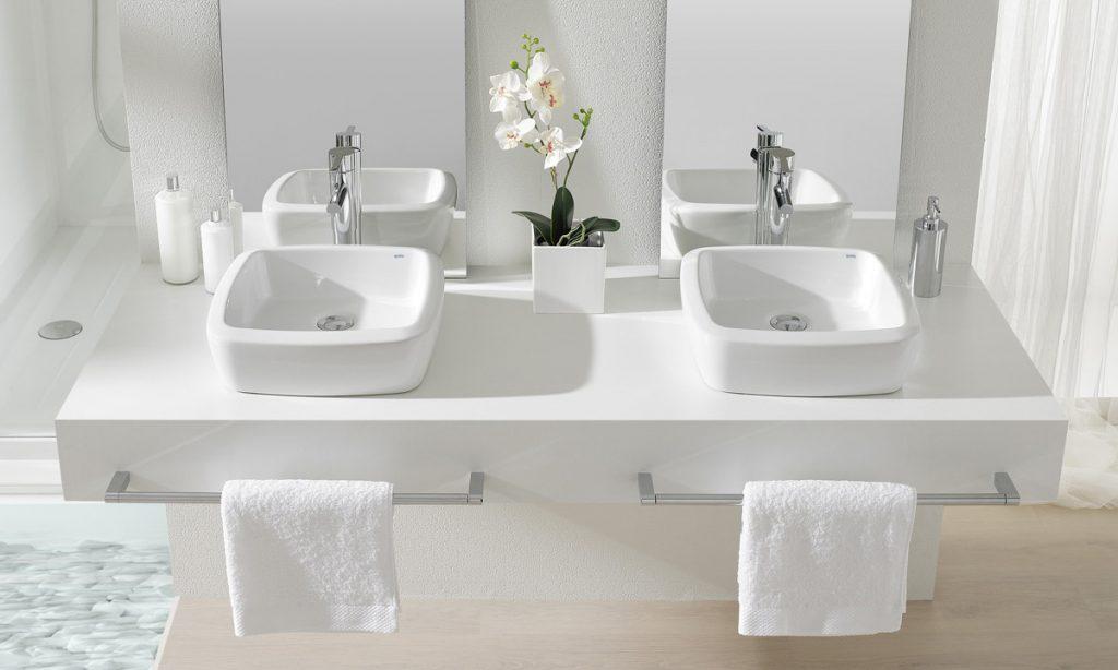 Multiplica lavabos Eos en un baño familiar