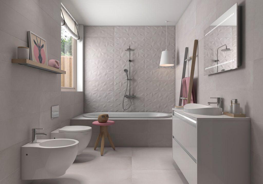 Combinado de texturas cerámicas para ganar espacio visual en el baño