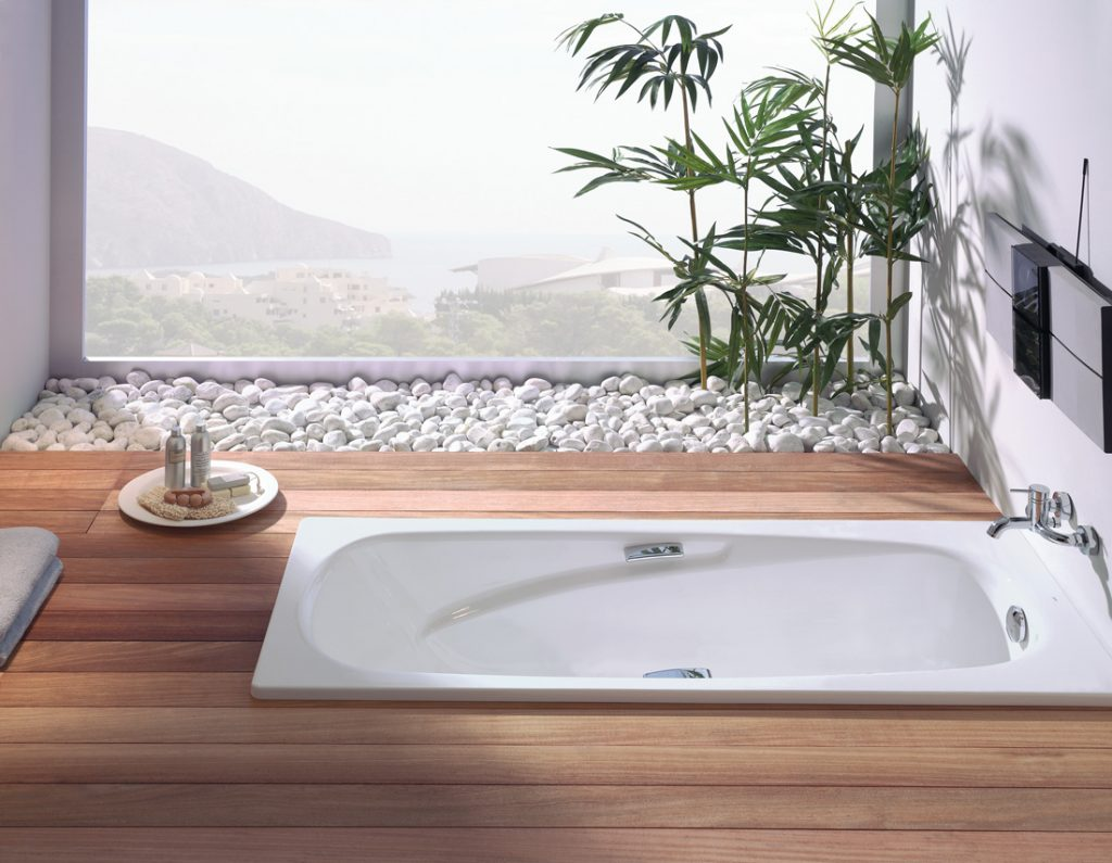 Baño práctico con modelo Vanessa de Gala