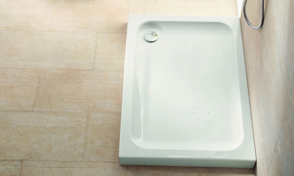 Cómo reparar arañazos en los platos de ducha
