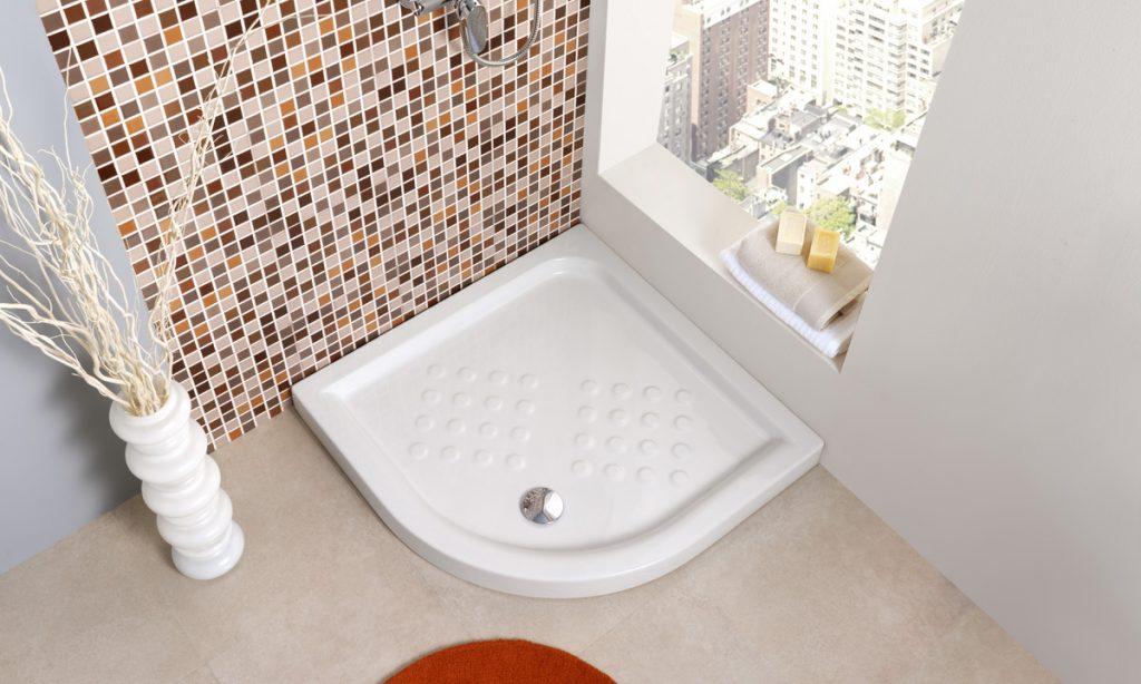 Plato-ducha-angular-para-mejor-distribucion-baño