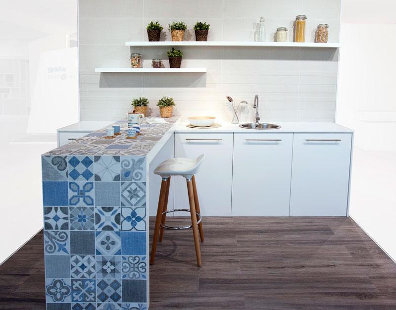 barra desayuno con azulejos para cocinas de Gala
